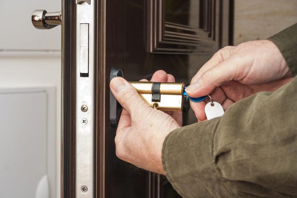 Locksmith fixing key stuck in lock